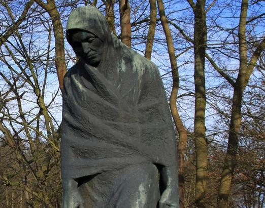 Häftlinge, die von SS-Kommandos nicht erschossen wurden oder auf dem Weg vor Entkräftung verstarben, gelangten am 3. bzw. 6. Mai 1945 in die Gegend von Parchim, Ludwigslust und Schwerin.